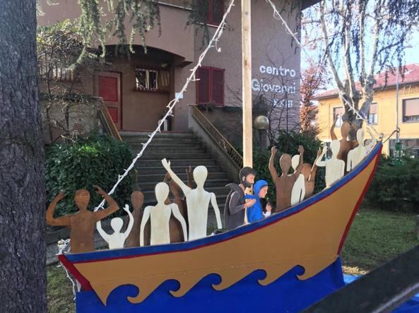 Natività sul barcone dei migranti,