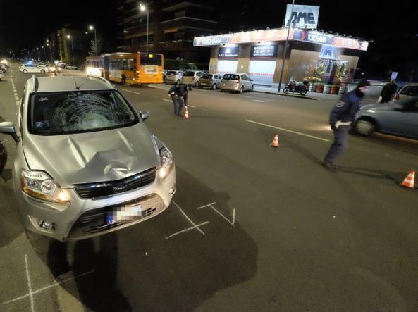I rilievi della Polizia locale poco dopo l'incidente in cui ha perso la vita un uomo di 61 anni in via Voltri (Newpress)
