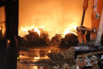 Risultati immagini per incendi dolosi  plastica pavia