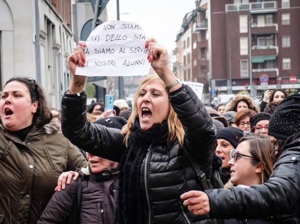 Scuola, la protesta delle maestre a Roma davanti al ministero dell'Istruzione