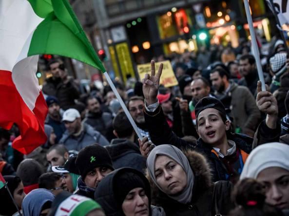 Il 9 dicembre in piazza Cavour è stato scandito il grido «Khaibar, Khaibar, o ebrei, l'armata di Maometto ritornerà!» durante un corteo filopalestinese (LaPresse)