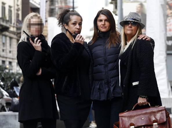 La squadra dell'agenzia d'investigazioni Firstnet di corso Garibaldi. La ragazza con il volto coperto per garantirne l'anonimato sta sul campo mentre le altre in ufficio (LaPresse)